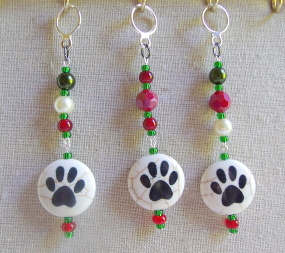 Paw bead Christmas ornament - red green beaded tree decor - for Pet's Christmas - Holiday grab gift - puppy - cat - I love my pet