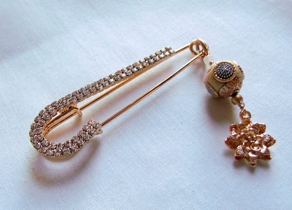 Large rhinestone safety pin - crochet scarf - sweater brooch - shawl beaded pin - silver kilt pin  - gold flower charm - new fashion trend