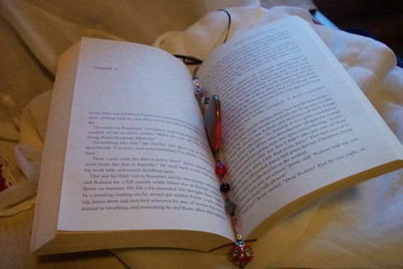 Beaded Bookmark - Red heart page marker - reading gift - book club  - crimson  window  decor - Librarian token - book add on gift
