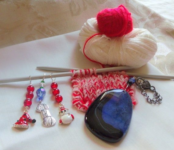 Christmas knit gift set - holiday stitch markers - place finders - crochet - blue agate bag charm - adjustable clip -  knitting group charms