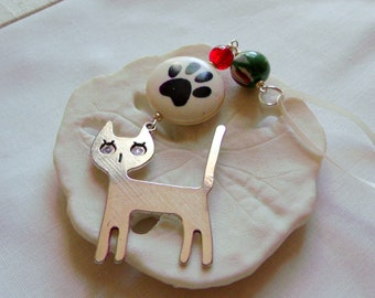 Cat lovers gift - Christmas ornament - Paw bead tree hanger - cat sitter - Holiday pet decor - cat zip pull - green car charm - Kitty gift
