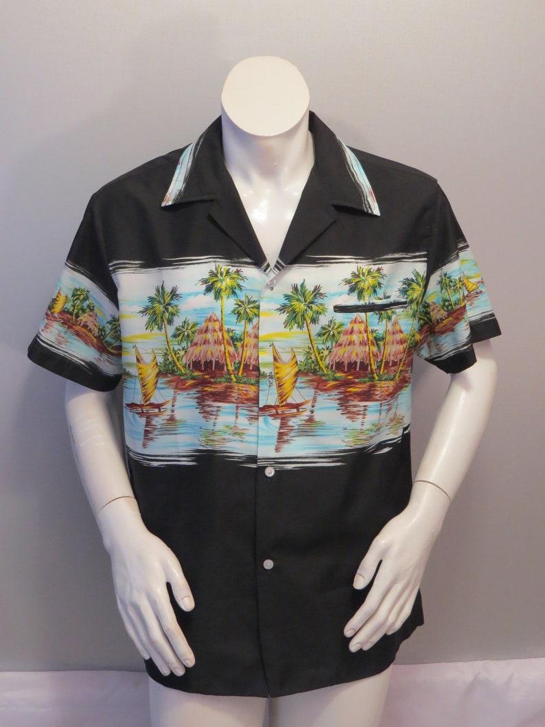 Men/'s Large Vintage Hawaiian Aloha Shirt Coast Side Hut Pattern