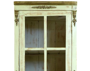 """Former almond green patinated window cabinet """"Camille"""""""