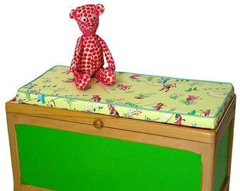 """""""Robbie"""" toy box"""