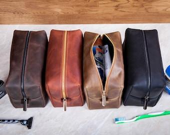 Mens Toiletry Bag, Personalized groomsmen gift, Leather Toiletry Bag, Dopp Kit for Men, Leather Dopp Kit, Groomsman Gifts, Christmas gifts