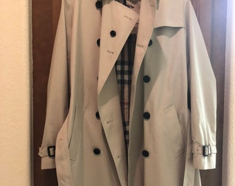 5207704030e04 Burberry womens Trench coat size us 14