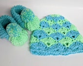 Newborn outfit set, Newborn Photo Prop with Knit Pom Pom Hat and Booties, Newborn Props, baby accessories