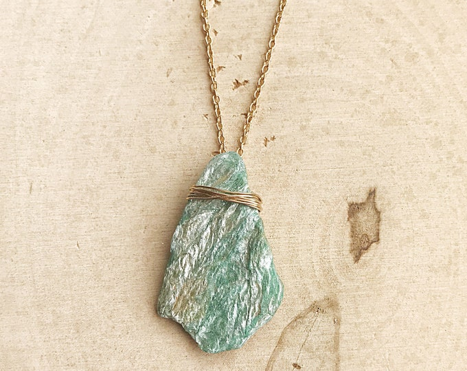 Reiki-Infused Raw Fuchsite Necklace, Green Pendant, Gold Wire-Wrapped Jewelry, Healing Crystal, Natural Stone, Bohemian, Chakra, Handmade