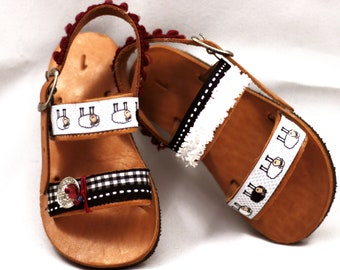 Ethnic sandals for kids – Boho sandals with pompon and brown leather make cute newborn shoes gift for baby boy. Summer baby shoes for boys