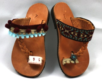 Baby shoes for girls – Baby barefoot sandals with pom poms make cute summer gift for toddler girl. Genuine leather shoes handmade in Greece