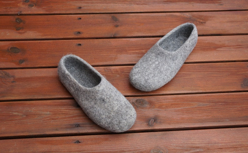 12717e6f75596 Basic felt slippers Felted clogs Organic slippers Slippers for women Women  felt slippers