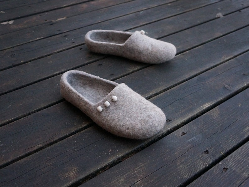 384a587c4fbeb Felt slippers Felted clogs Other colors Women clogs Organic slippers Women  wool clogs Women felt slippers slippers Slippers Wool slippers