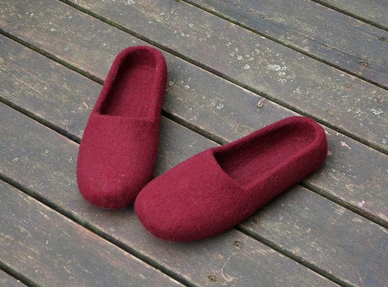 e9a666a36b7d2 Felt slippers women 25 colors Felted clogs Women slippers Eco slippers  Women shoes Felted wool shoes Felted slippers Home Women clogs