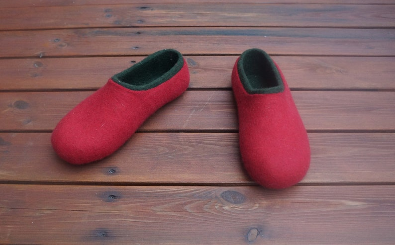 1ff8aae89315d Christmas Women felt slippers Felt slippers Women slippers Women clogs Wool  clogs Hausschue Flower slippers