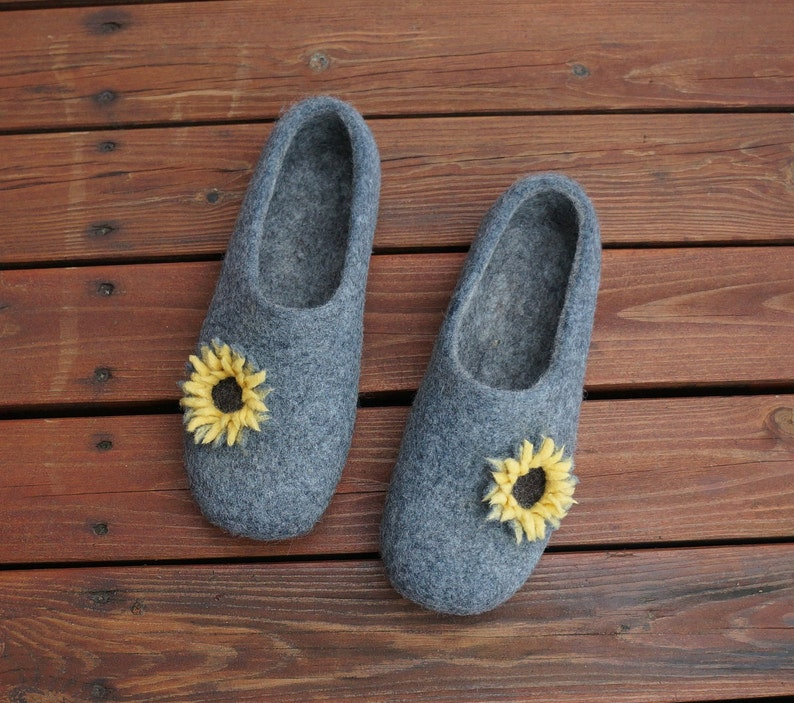 97c580fc001b2 Women felted slippers Felt slippers House slippers Women clogs Wool clogs  Women clogs