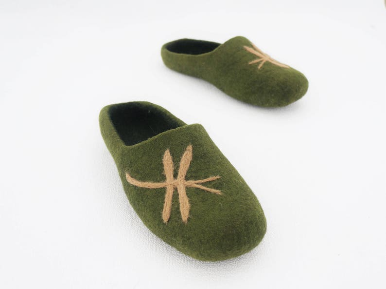 ed2ac05c56249 Green clogs Felted clogs Women slippers Organic slippers Women shoes Felted  wool shoes Felted slippers Home Women clogs