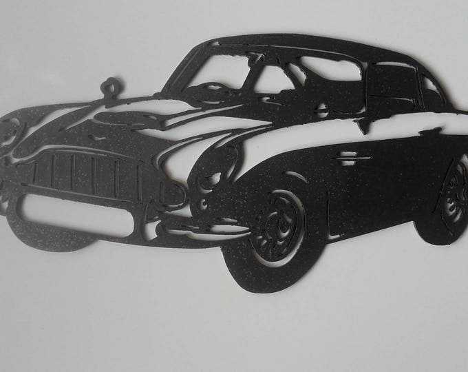 Plaque teaches ASTON MARTIN DB5 in painted iron