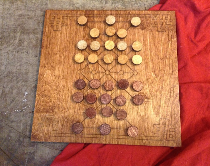 Sixteen Soldiers Board Game