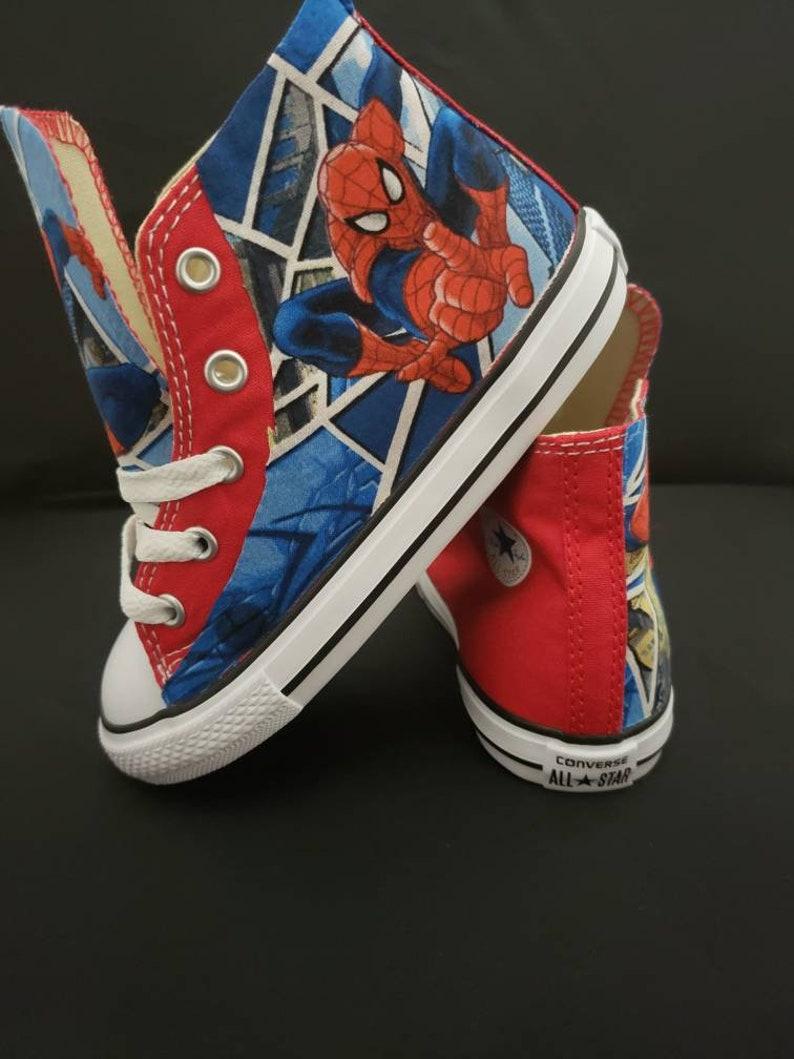 Rot Spiderman Converse Schuhe, Spiderman Geburtstag rote Turnschuhe, Kinder party, handgenäht Superheld tritt von hallwayzdesigns