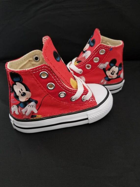 Disney, Mickey Mouse Converse scarpe, scarpe per bambini compleanno, vestito di partito di compleanno, Disney mandrini da hallwayzdesigns