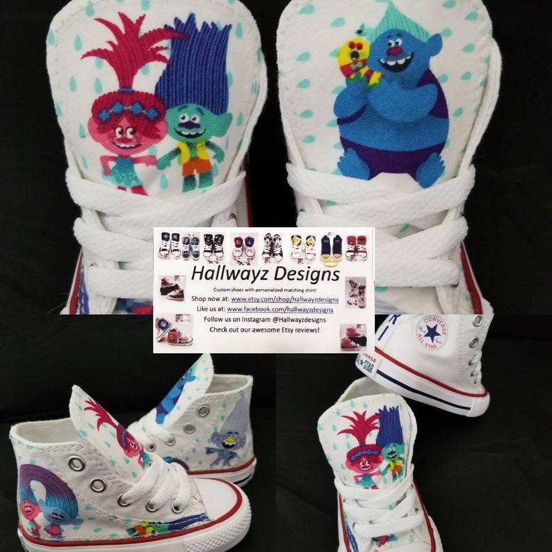 Baskets en tissu coton blanc à trolls, des Trolls d'anniversaire, princesse Poppy mandrins, Converse, chaussures Troll, branche, garçon de paillettes,