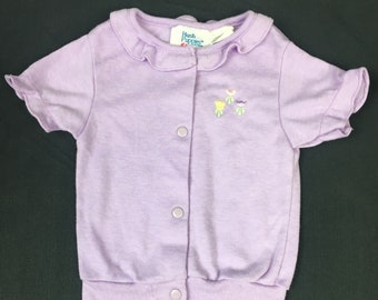 Snap front banded bottom vintage baby girl shirt in lilac purple with embroidered flowers size 6-9 months Hush Puppies brand from the 1980's