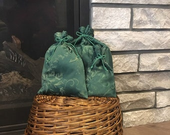 Reusable gift wrap bags made with spruce green damask Christmas fabric for special presents, zero waste idea, 3 sizes, no stress wrapping