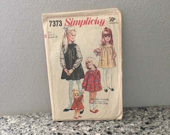 Girls vintage dress pattern with gathered yoke, Simplicity 7373 Size 8 breast 26, raglan short or long sleeves, patch pockets, doll dress