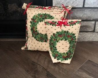 Quilted Christmas gift bags set with wreaths print for special Christmas presents, reusable gift wrap, set of 2, sizes 12 x 14.5 and 8 x 10
