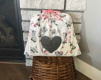Kitten print vintage drawstring fabric gift bag for Valentine's Day or baby shower gift, gray kittens with pink accents, yarn bag 17 x 15.5
