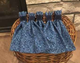 Christmas or Hanukkah fabric gift bags winter blue leaf & acorn print flannel, favor gift bags set of 5, hostess gift, gift card bags, 5 x 7