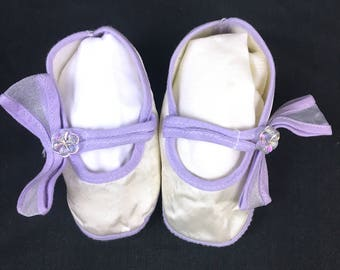 Satin purple and white baby slippers or booties vintage from the 1980's newborn size by GLG Knit Hong Kong for baby photos or Christening