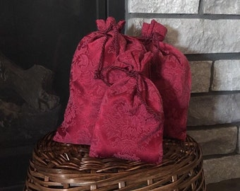 Fabric gift bags in burgundy wine red damask for Christmas presents or other occasions, 3 sizes, reusable gift wrap, zero waste sustainable