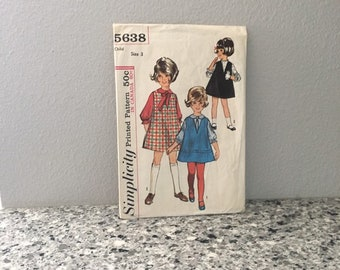 Girls jumper blouse and tie sewing pattern, Simplicity 5638 Size 3 toddler vintage 1964, V neck jumper ruffled half sleeve collared shirt