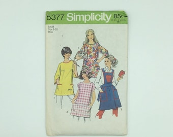 Aprons and potholder pattern misses 3 sizes vintage Simplicity 5377 from 1972 makes 4 styles of aprons, uncut, vintage style gift