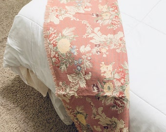 Vintage floral brocade throw/ French country, Farmhouse, cottage style/ 45 x 52/ thick cotton rayon blend with fringe/ for bed, sofa, table