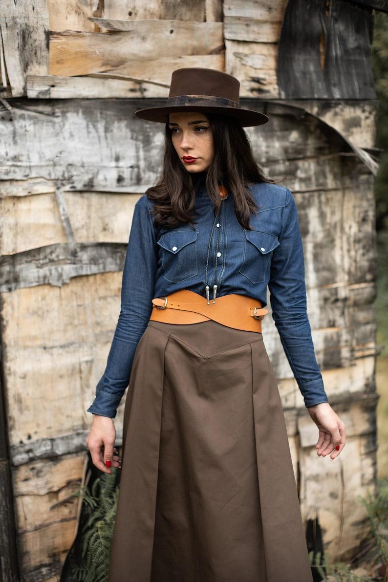 Vintage Western Wear Clothing, Outfit Ideas     Western skirt/ Cowgirl skirt/ Brown cowgirl skirt/ Twill western skirt/ Pleated skirt / 40s pleated skirt / 1940s cowgirl skirt $107.13 AT vintagedancer.com