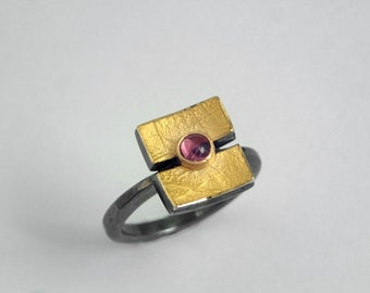 Geometric ring of 22K gold and 925 silver with a pink tourmaline and textured surface, Pink tourmaline ring, Textured ring, Gift for her.
