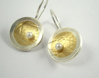 Circular gold and silver geometric earrings with pearl or diamond and textured surface, Gift for her, Two tone earrings, Hammered earrings.
