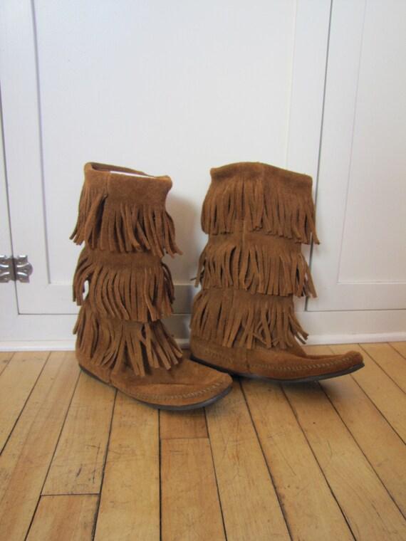 VTG Minnetonka 3 Tier Fringe Moccasin Boots, Minne