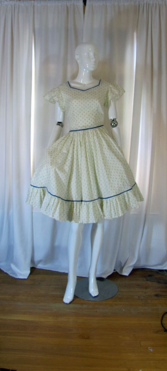 1950's Peasant Style Fit & Flare Ruffled Calico Dr