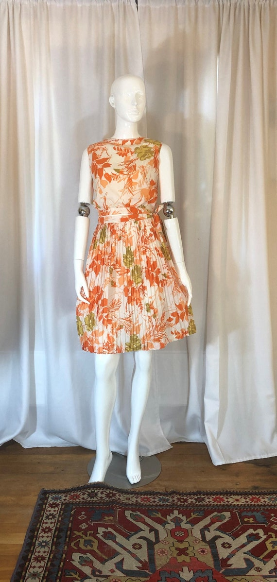 1960's Two Piece Orange Floral Cropped Top and Ski