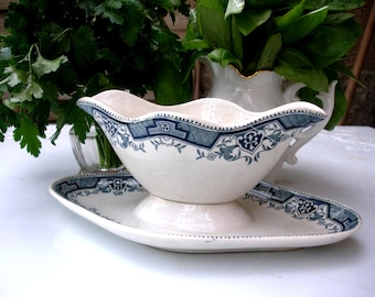 French vintage gravy boat St. Amand & Hamage,  Maroc pattern, blue and white gravy boat, blue and white sauce dish, early 1900s
