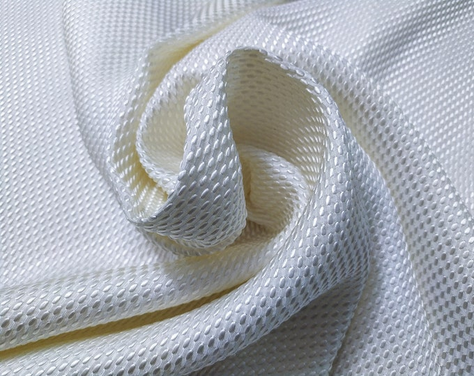 Jacquard, 369 gr/MTL-100% silk, width 140 cm, price 10 meters: 1134.40 Euros (113.44 Euros the Metro)
