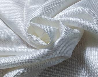 Natte, 126 gr/MTL-100% silk, width 140 cm, price 10 meters: 605 Euros (60.50 Euros the Metro)