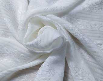 Jacquard, 112 gr/MTL-100% silk, wide 140 cm, dry wash, price 10 meters: 574.80 Euros (57.48 euro the Metro)
