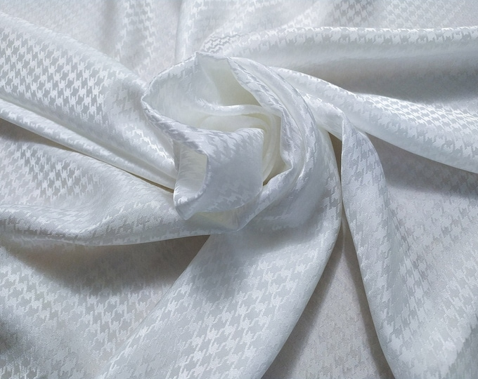 Jacquard 4, 93 gr/MTL-100% silk, wide 140 cm, dry wash, price 10 meters: 507 Euros (50.70 euro the Metro)