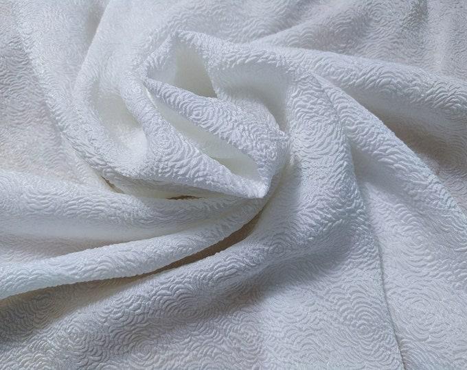Jacquard 2, 93 gr/MTL-78% silk, 22 Nylon, 135 cm wide, dry wash, price 10 meters: 492 Euros (49.20 Euros per meter)