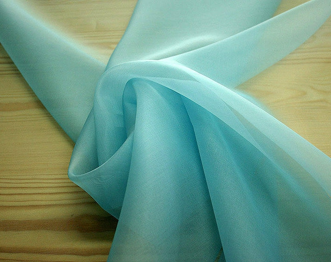 131144-organdy, natural silk 100%, wide 135/140 cm, made in Italy, dry washing, weight 34 gr, Price 0.25 meters: 7.10 Euros