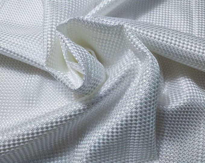 Cloque 280 gr/MTL-100% Viscose, 140 cm wide, dry wash, weight 280 gr, price 10 meters: 269.23 Euros (26.92 meter)
